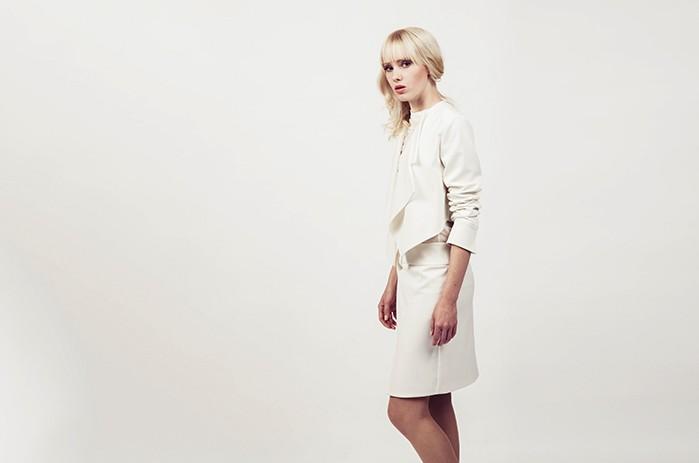 anett-franke-taf-woman-leipzig-kostüm-leger-creme-gabardine-puristisch-minimal-hochzeit-bridal-9587(1)