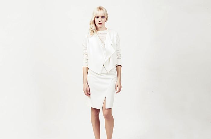 anett-franke-taf-woman-leipzig-kostüm-leger-creme-gabardine-puristisch-minimal-hochzeit-bridal-9561(1)