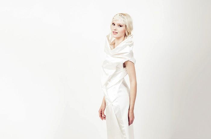 anett-franke-taf-woman-leipzig-modern-seide-kurz-puristisch-hochzeitskleid-bridalgown-9155