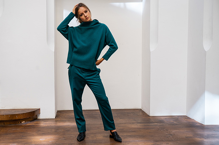 home-taf-woman-winter-hose-pants-pullover-wolle-petrol-leipzig-studio_1